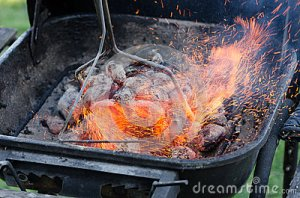 grill-sparks-flying-grilling-outside-coal-30767103